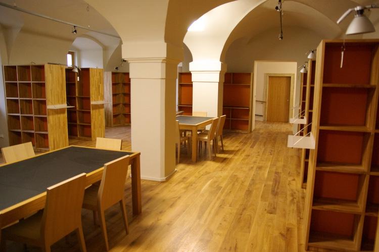 Pohled do nově zrekonstruovaných prostor knihovny Fakulty informačních technologií VUT v Brně