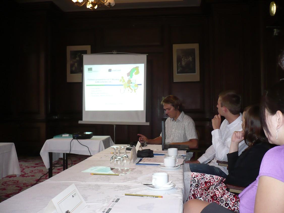 Obr. 1: Aleš Pekárek z agentury EPMA prezentuje na setkání partnerů v Manchesteru nové postřehy v rámci projektu InteGrant