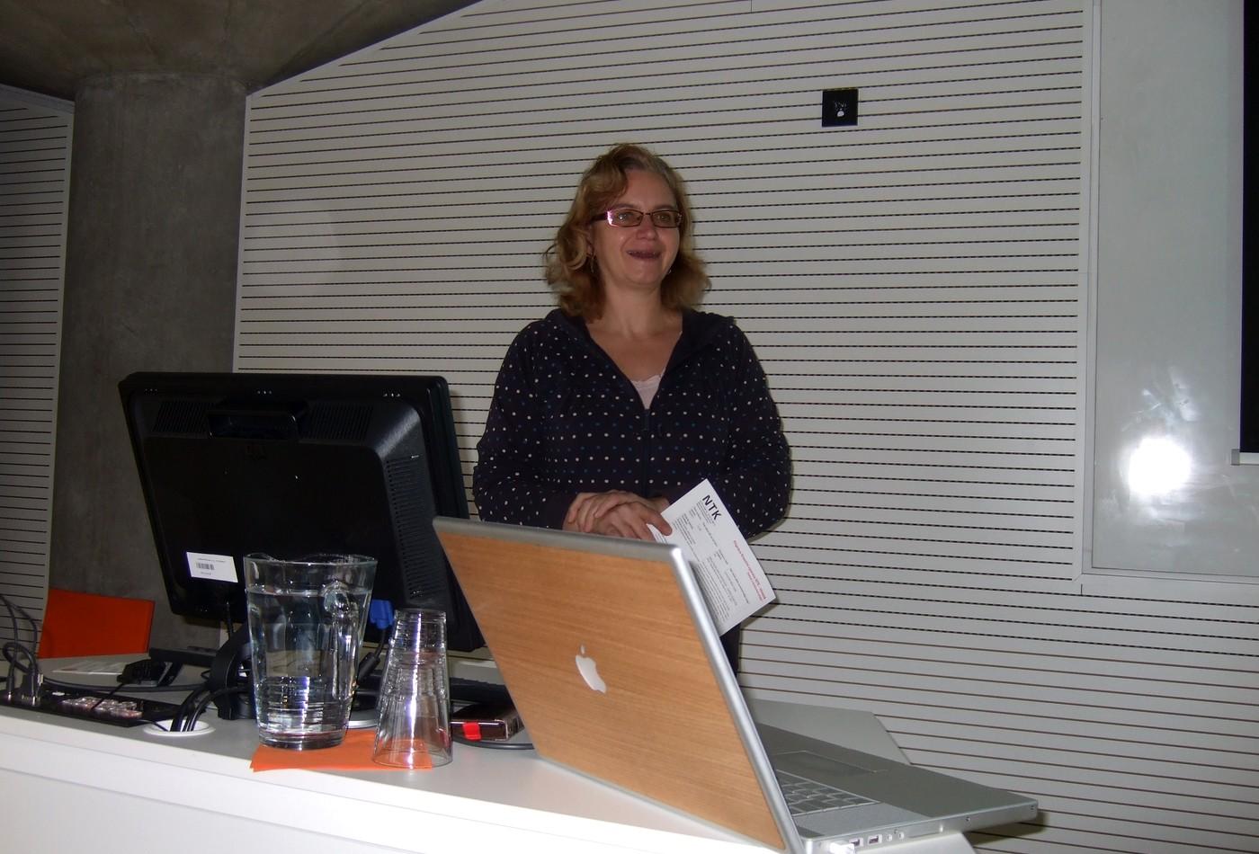 Radka Římanová vítá účastníky semináře a hovoří o plánech NTK