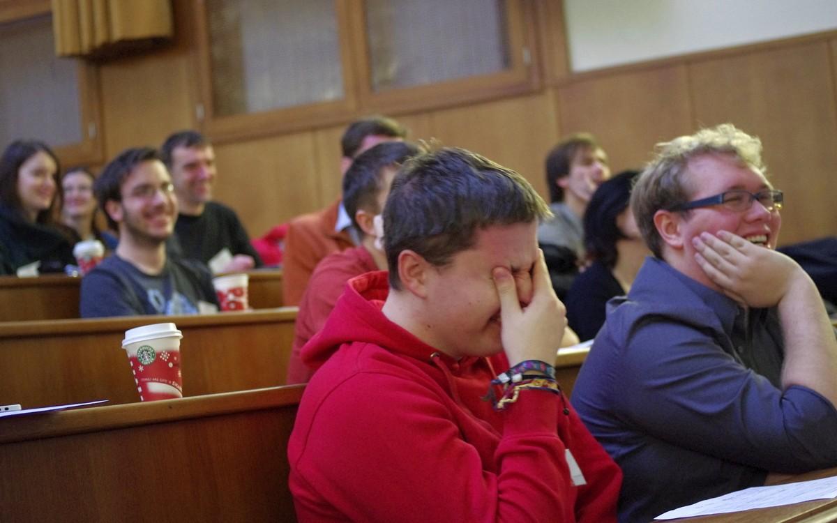Účastníci se při prezentaci dobře bavili