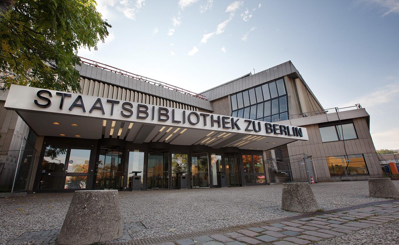 Vchod do Státní knihovny v Berlíně