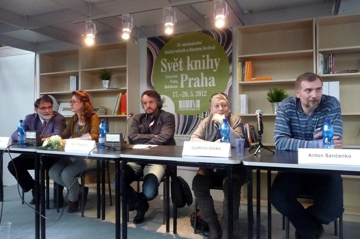 Debata sčernomořskými autory. Označení je poněkud zavádějící, protože jejich identita je mořem definována jen zřídka