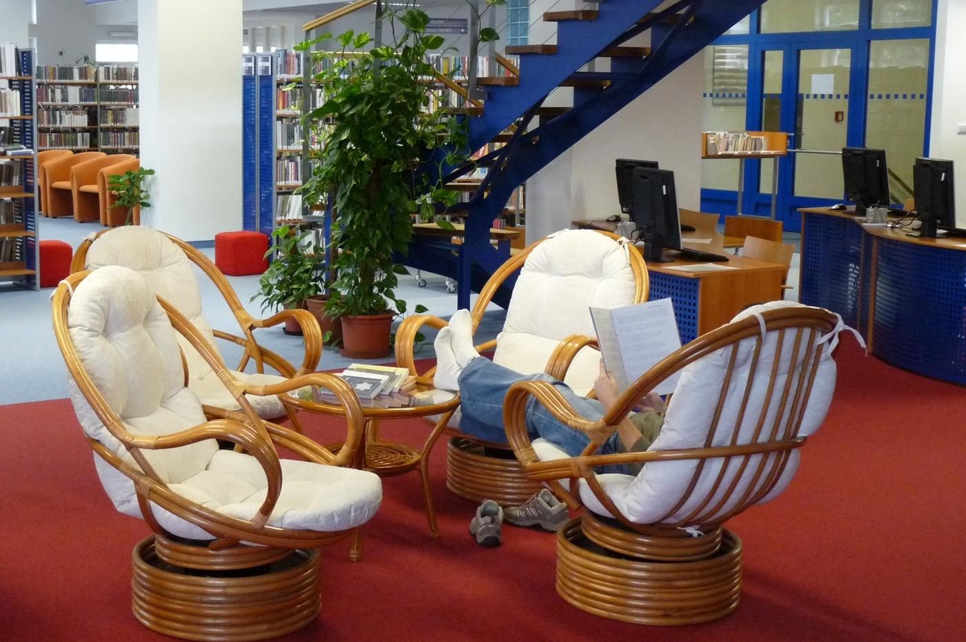 Půjčovna pro dospělé nabízí příjemné prostředí k setkávání i samostudiu