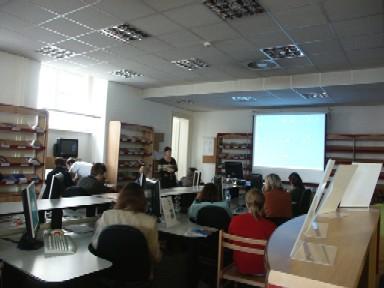 Červená studovna Knihovnického a informačního centra Vysokého učení technického v Brně